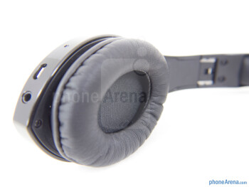The left ear cup - The right ear cup - Velodyne vFree Review