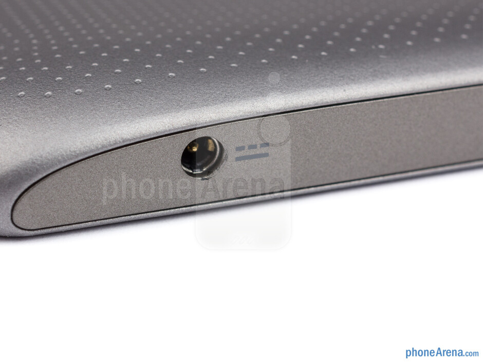 Buttons and ports on the sides - Acer Iconia Tab A210 Review