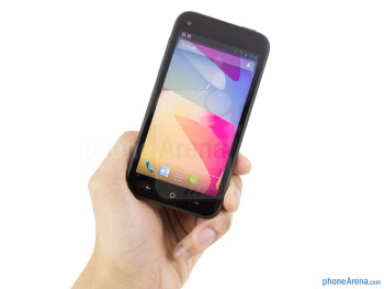 The HTC First offers a pleasant grip in the hand - HTC First Review