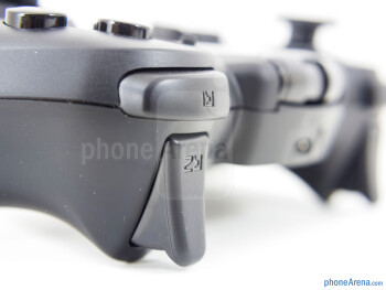 Shoulder buttons - We're able to place our smartphones in the adjustable Moga Arm - Moga Pro Review