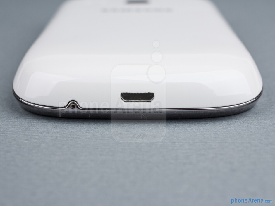 The microUSB charge port is on the bottom - Samsung Galaxy Young Duos Review