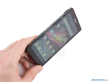 Using the Xperia ZL would have been much more enjoyable if its corners weren't too pointy - Sony Xperia ZL Review