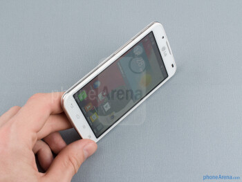 The Optimus L7 II features a white or black patterned plastic back - LG Optimus L7 II Review