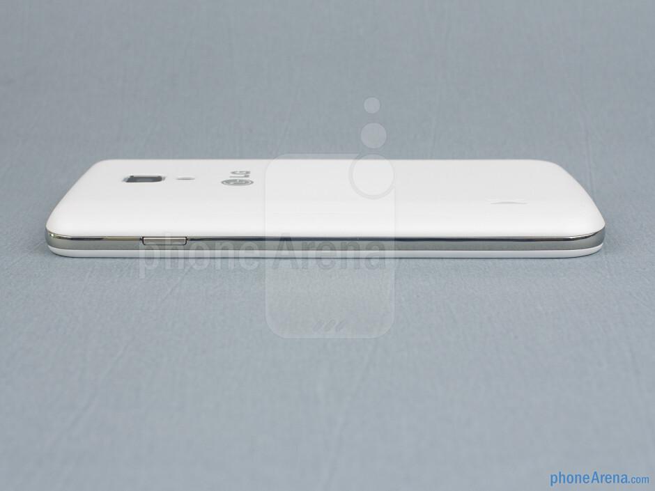 Lock key (right) - The sides of the LG Optimus L7 II - Back - LG Optimus L7 II Review