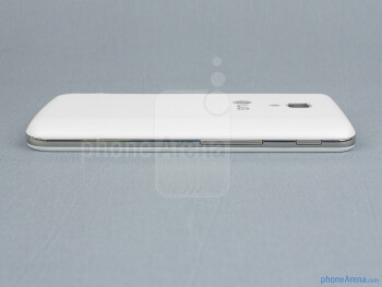 Volume rocker and Quick button (left) - The sides of the LG Optimus L7 II - Back - LG Optimus L7 II Review
