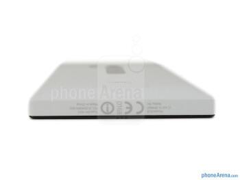 Bottom - The sides of the Nokia Lumia 928 - Nokia Lumia 928 Review