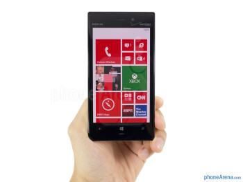 Constructed out of polycarbonate material, the Nokia Lumia 928 has a sturdy feel in the hand - Nokia Lumia 928 Review