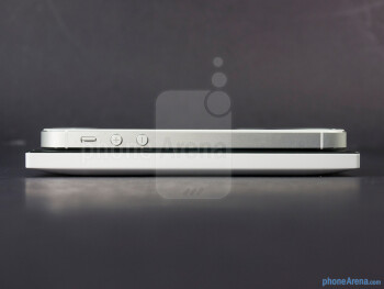 Left edges - The sides of the Nokia Lumia 928 (bottom, left) and the Apple iPhone 5 (top, right) - Nokia Lumia 928 vs Apple iPhone 5