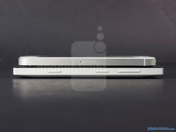 Right - The sides of the Nokia Lumia 928 (bottom, left) and the Apple iPhone 5 (top, right) - Nokia Lumia 928 vs Apple iPhone 5