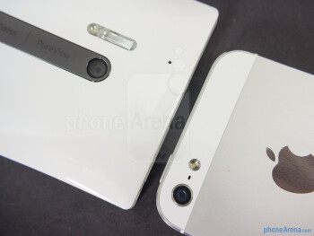 Rear cameras - The sides of the Nokia Lumia 928 (bottom, left) and the Apple iPhone 5 (top, right) - Nokia Lumia 928 vs Apple iPhone 5