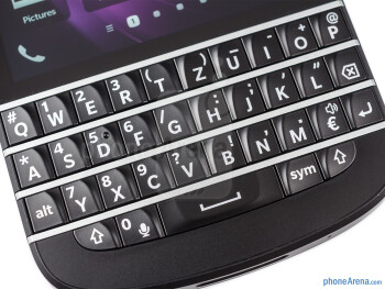 The physical QWERTY keyboard of the BlackBerry Q10 - BlackBerry Q10 Review