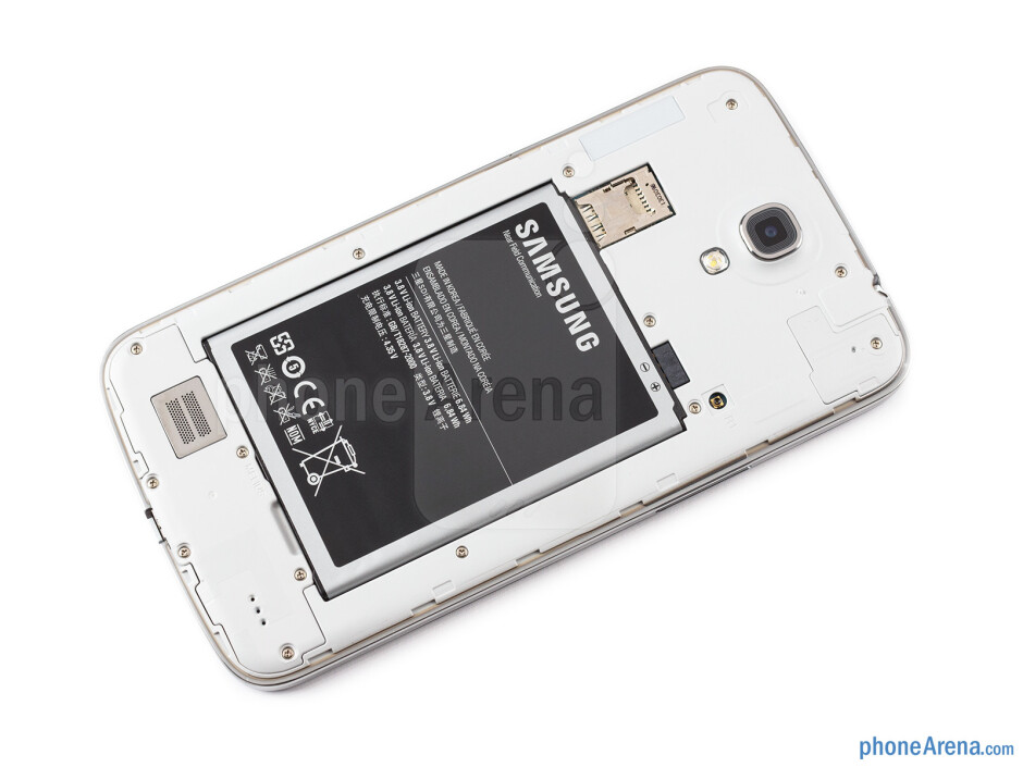 Battery compartment - The sides of the Samsung Galaxy Mega 6.3 - Samsung Galaxy Mega 6.3 Preview