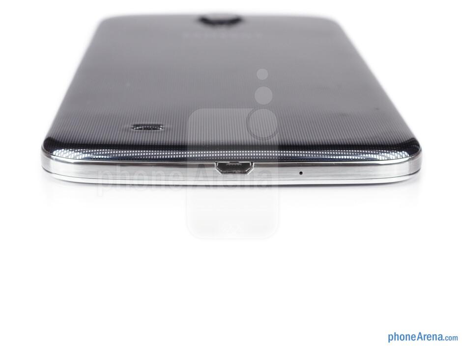 microUSB port (bottom) - The sides of the Samsung Galaxy Mega 6.3 - Samsung Galaxy Mega 6.3 Preview