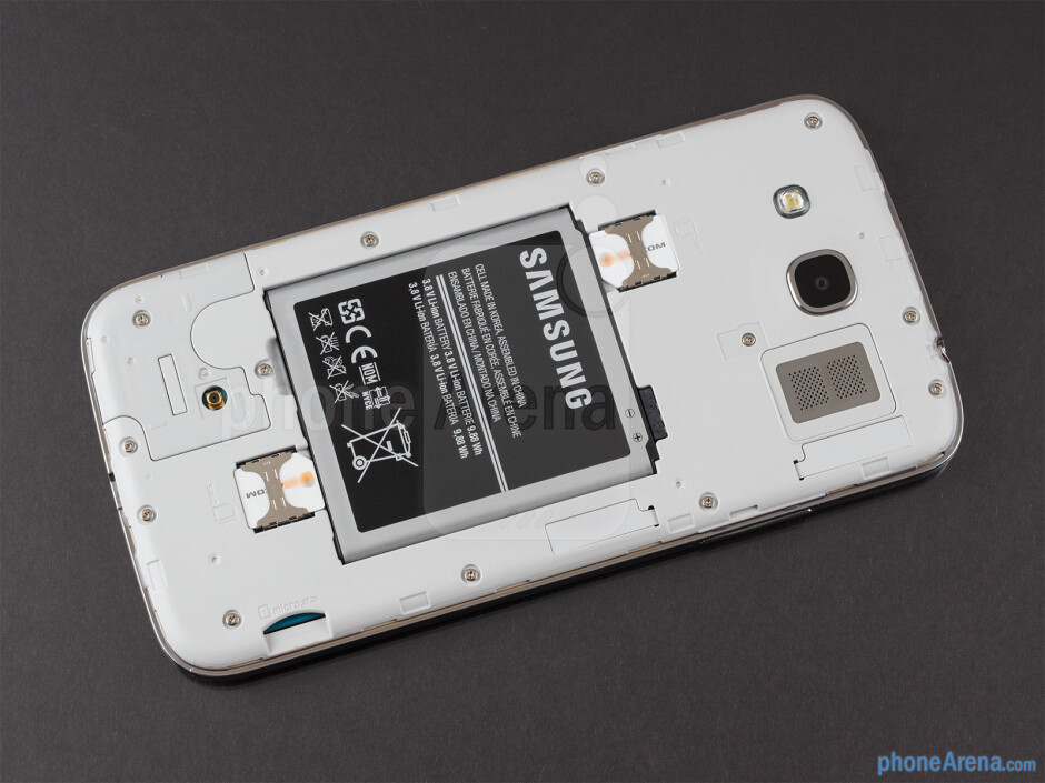 battery compartment - The sides of the Samsung Galaxy Mega 5.8 - Samsung Galaxy Mega 5.8 Review