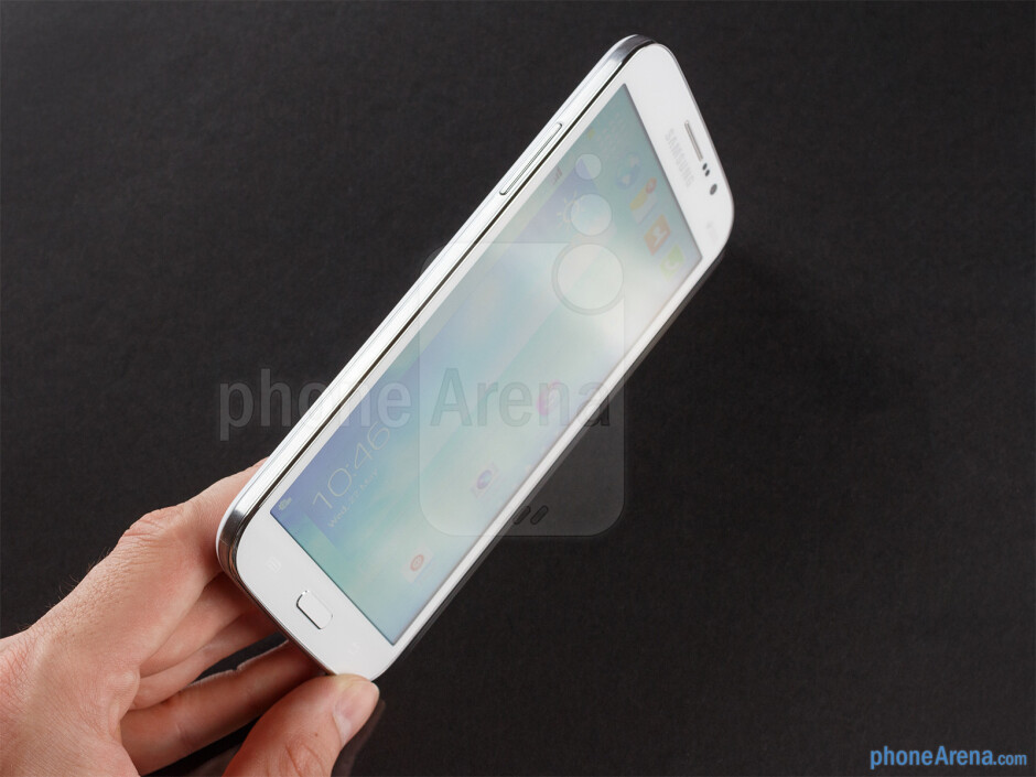 Using the Samsung Galaxy Mega 5.8 with a single hand is pretty much out of the question - Samsung Galaxy Mega 5.8 Review