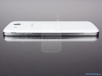 Right edge - The sides of the Samsung Galaxy Mega 5.8 - Samsung Galaxy Mega 5.8 Review
