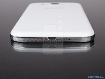 Bottom - The sides of the Samsung Galaxy Mega 5.8 - Samsung Galaxy Mega 5.8 Review