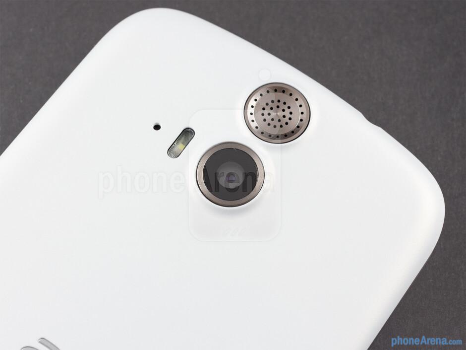 Rear camera - The sides of the Acer Liquid E2 - Acer Liquid E2 Review