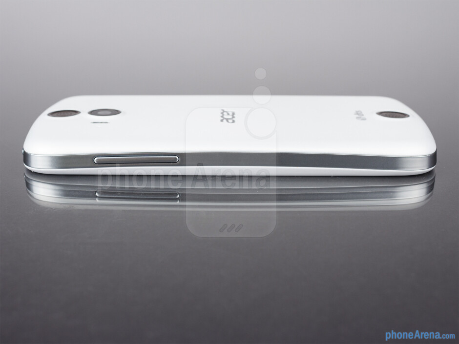 Volume rocker (right) - The sides of the Acer Liquid E2 - Acer Liquid E2 Review