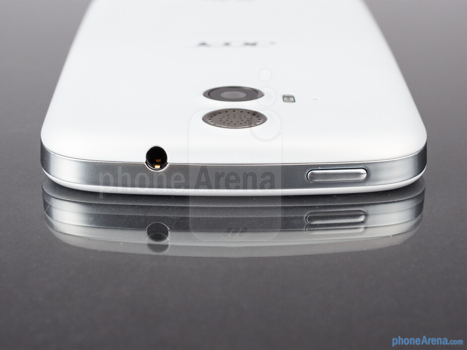 3.5mm jack and power key (top) - The sides of the Acer Liquid E2 - Acer Liquid E2 Review