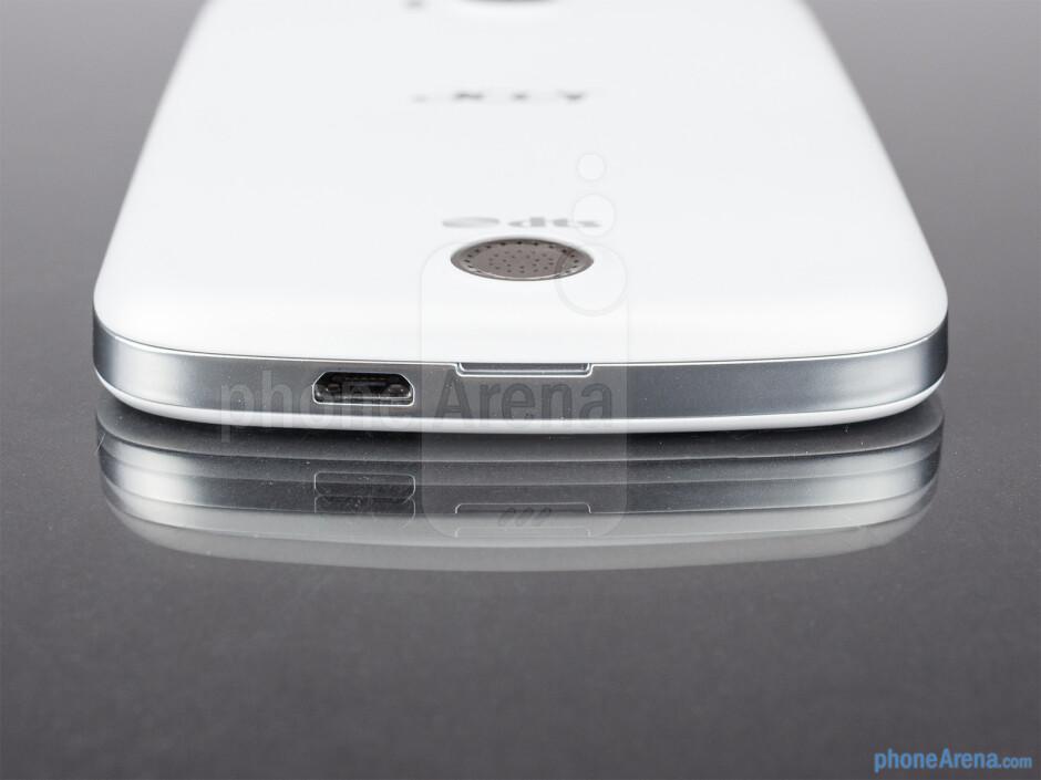 microUSB port (bottom) - The sides of the Acer Liquid E2 - Acer Liquid E2 Review