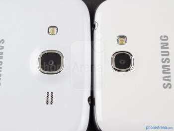 Rear cameras - The sides of the Samsung Galaxy Mega 5.8 (bottom, left) and the Samsung Galaxy Note II (top, right) - Samsung Galaxy Mega 5.8 vs Samsung Galaxy Note II
