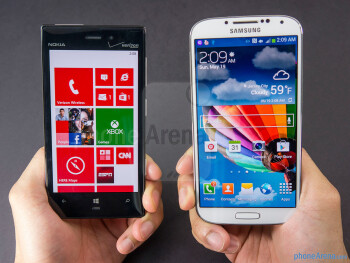 The Nokia Lumia 928 (left) and the Samsung Galaxy S4 (right) - Nokia Lumia 928 vs Samsung Galaxy S4