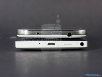 Top - The sides of the Nokia Lumia 928 (left) and the Samsung Galaxy S4 (right) - Nokia Lumia 928 vs Samsung Galaxy S4