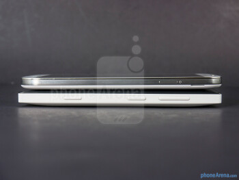 Right - The sides of the Nokia Lumia 928 (left) and the Samsung Galaxy S4 (right) - Nokia Lumia 928 vs Samsung Galaxy S4