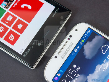 Front cameras - The Nokia Lumia 928 (left) and the Samsung Galaxy S4 (right) - Nokia Lumia 928 vs Samsung Galaxy S4