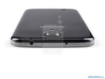 3.5mm jack (top) - The sides of the Samsung Galaxy Mega 6.3 - Samsung Galaxy Mega 6.3 Review