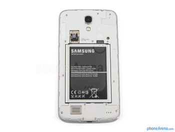 Battery compartment - Samsung Galaxy Mega 6.3 Review