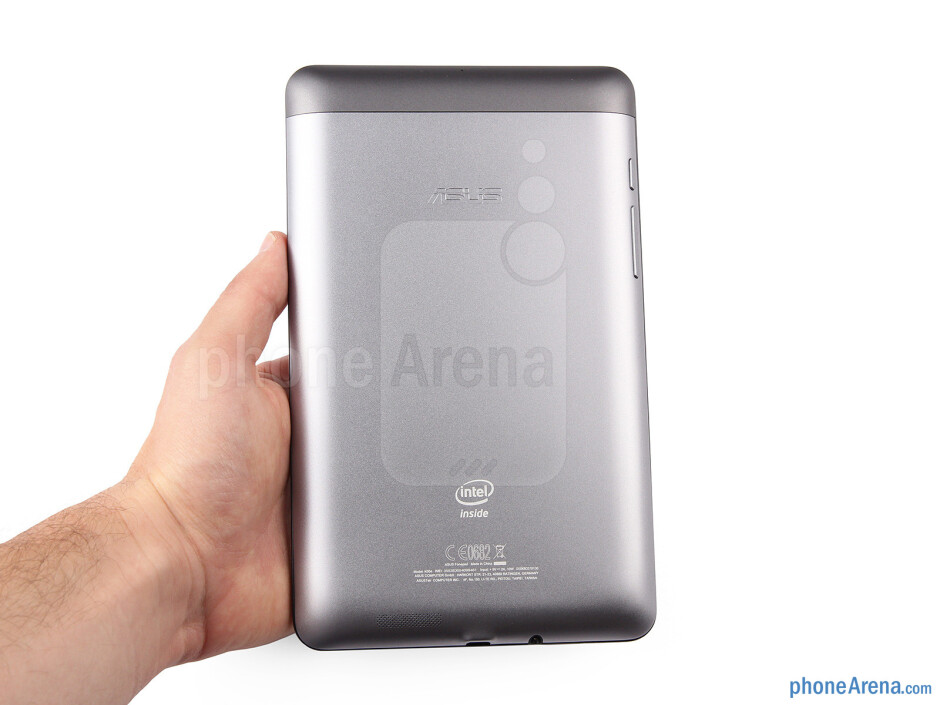 The Asus Fonepad sports a beautiful back plate with metallic finish, which gives it a solid, premium feel - Asus Fonepad Review