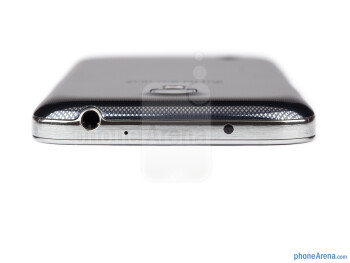 The 3.5mm headset jack is on the top of the device - Samsung Galaxy S4 mini Review