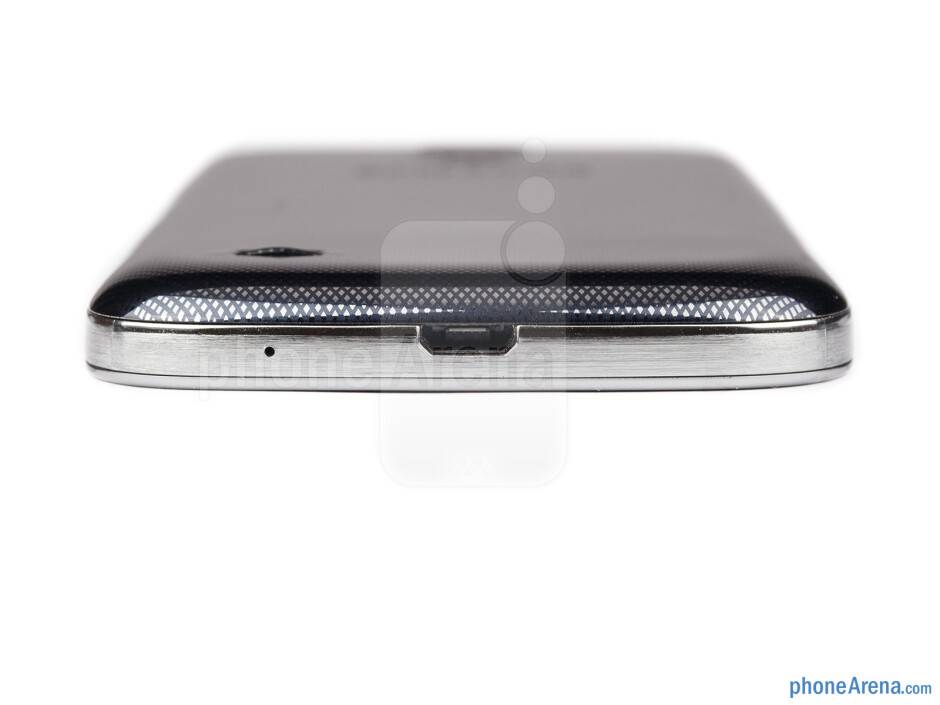microUSB port is on the bottom - Samsung Galaxy S4 mini Review