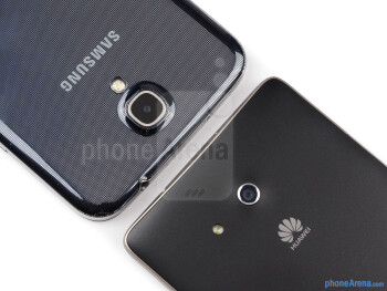 Rear cameras - The sides of the Samsung Galaxy Mega 6.3 (left, bottom) and the Huawei Ascend Mate (right, top) - Samsung Galaxy Mega 6.3 vs Huawei Ascend Mate