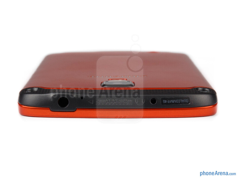 3.5mm jack (top) - The sides of the Samsung Galaxy S4 Active - Samsung Galaxy S4 Active Preview