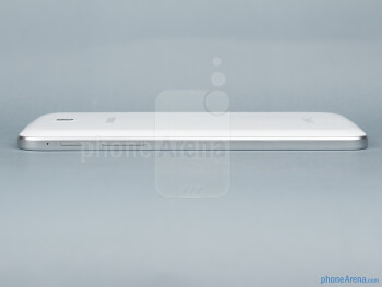 Right - The sides of the Samsung Galaxy Tab 3 7-inch - Samsung Galaxy Tab 3 7-inch Preview