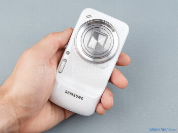 Working the screen with that giant lens protrusion on the back is not comfortable with one hand - Samsung Galaxy S4 Zoom Preview
