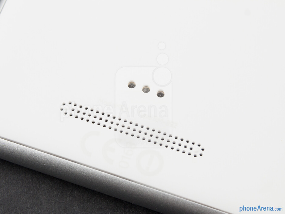 Loudspeaker grill - Nokia Lumia 925 Review