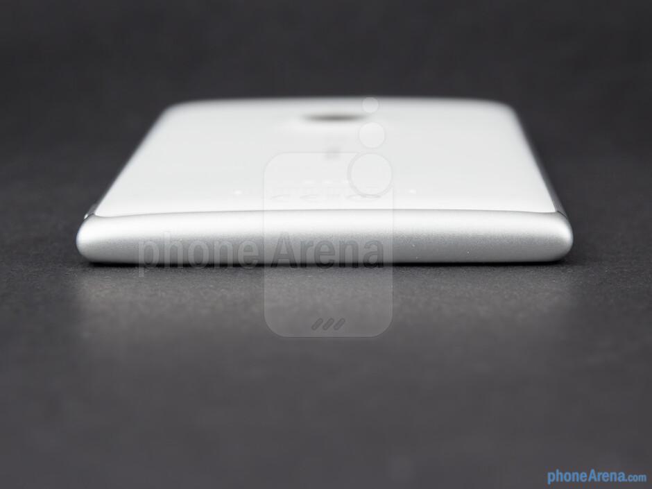 Bottom - The sides of the Nokia Lumia 925 - Nokia Lumia 925 Review