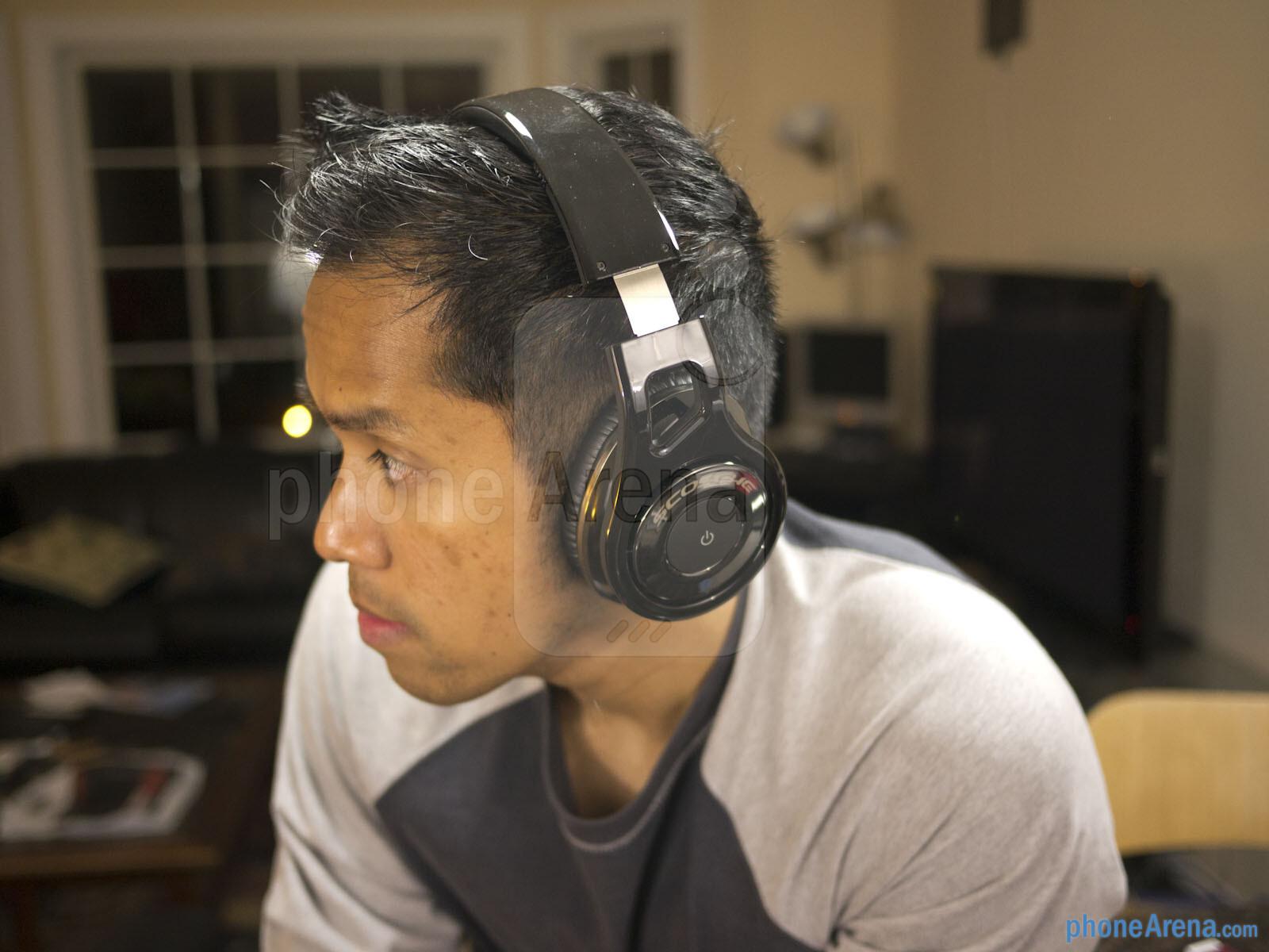Watch How to Wear Headphones video