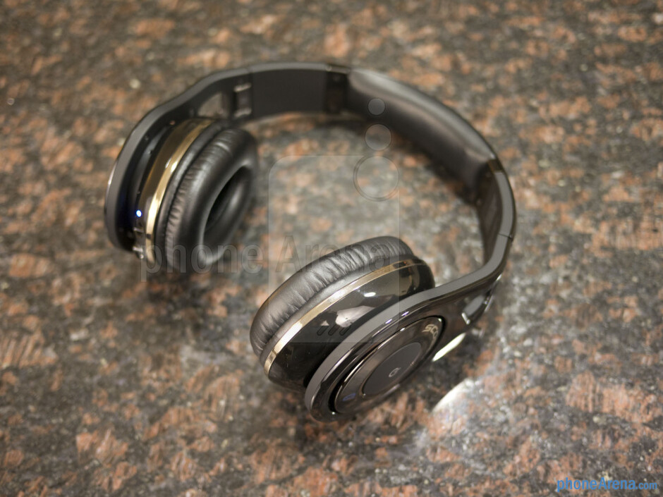 The Scosche RS1060 is super comfy to wear - Scosche RS1060 Bluetooth Stereo Headphones Review