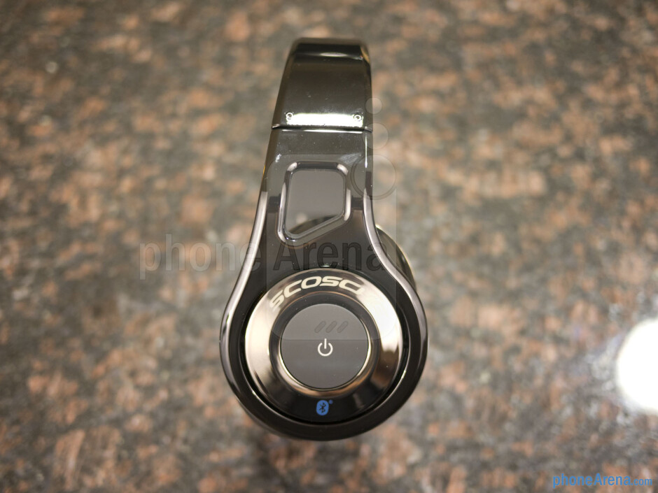 The left ear cup houses a single dedicated power button - All controls are on the right ear cup - Scosche RS1060 Bluetooth Stereo Headphones Review