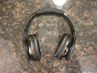 Scosche-RS1060-Bluetooth-Stereo-Headphones-Review005.jpg