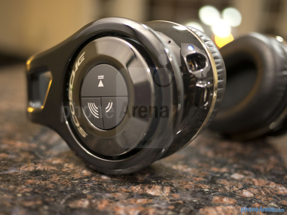 All controls are on the right ear cup - Scosche RS1060 Bluetooth Stereo Headphones Review