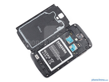 Battery compartment - Samsung Galaxy S4 Active Review