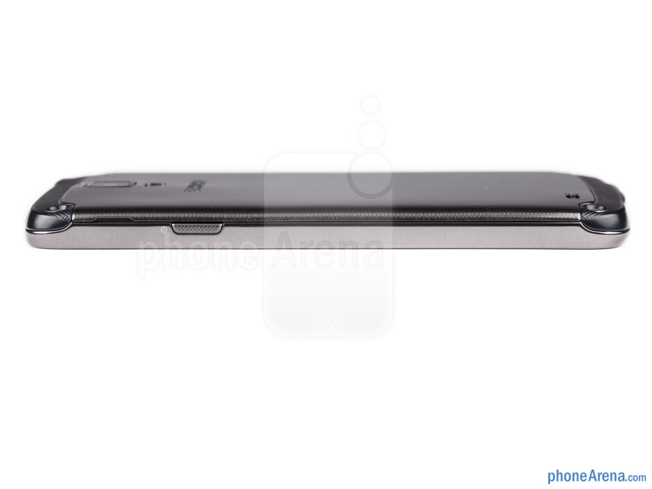 Power key (right) - The sides of the Samsung Galaxy S4 Active - Samsung Galaxy S4 Active Review