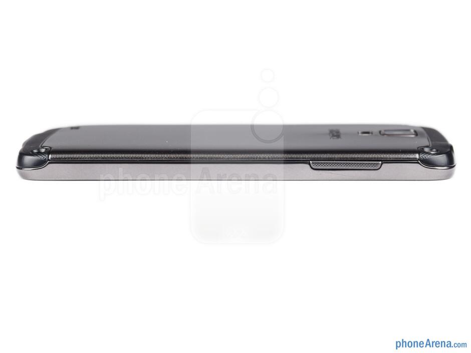 Volume rocker (left) - The sides of the Samsung Galaxy S4 Active - Samsung Galaxy S4 Active Review