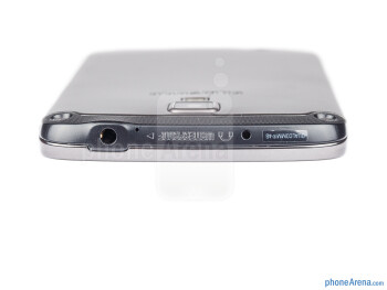 3.5mm jack (top) - The sides of the Samsung Galaxy S4 Active - Samsung Galaxy S4 Active Review